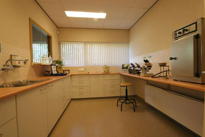 Het laboratorium waar o.a. bloed- en bacteriologisch ondezoek gedaan wordt